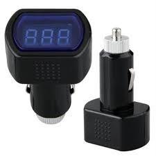 Digitális autós feszültségmérő