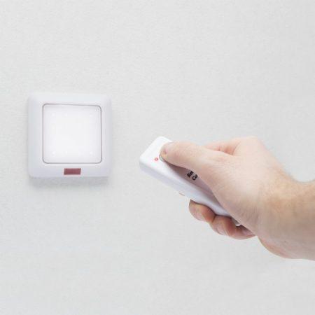 Vezeték nélküli távirányítós fali LED lámpa